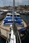 r.oğlu ön güverte.  R. Oglu Yacht, Front Bow View.